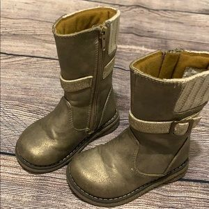 Size 6 toddler boots.